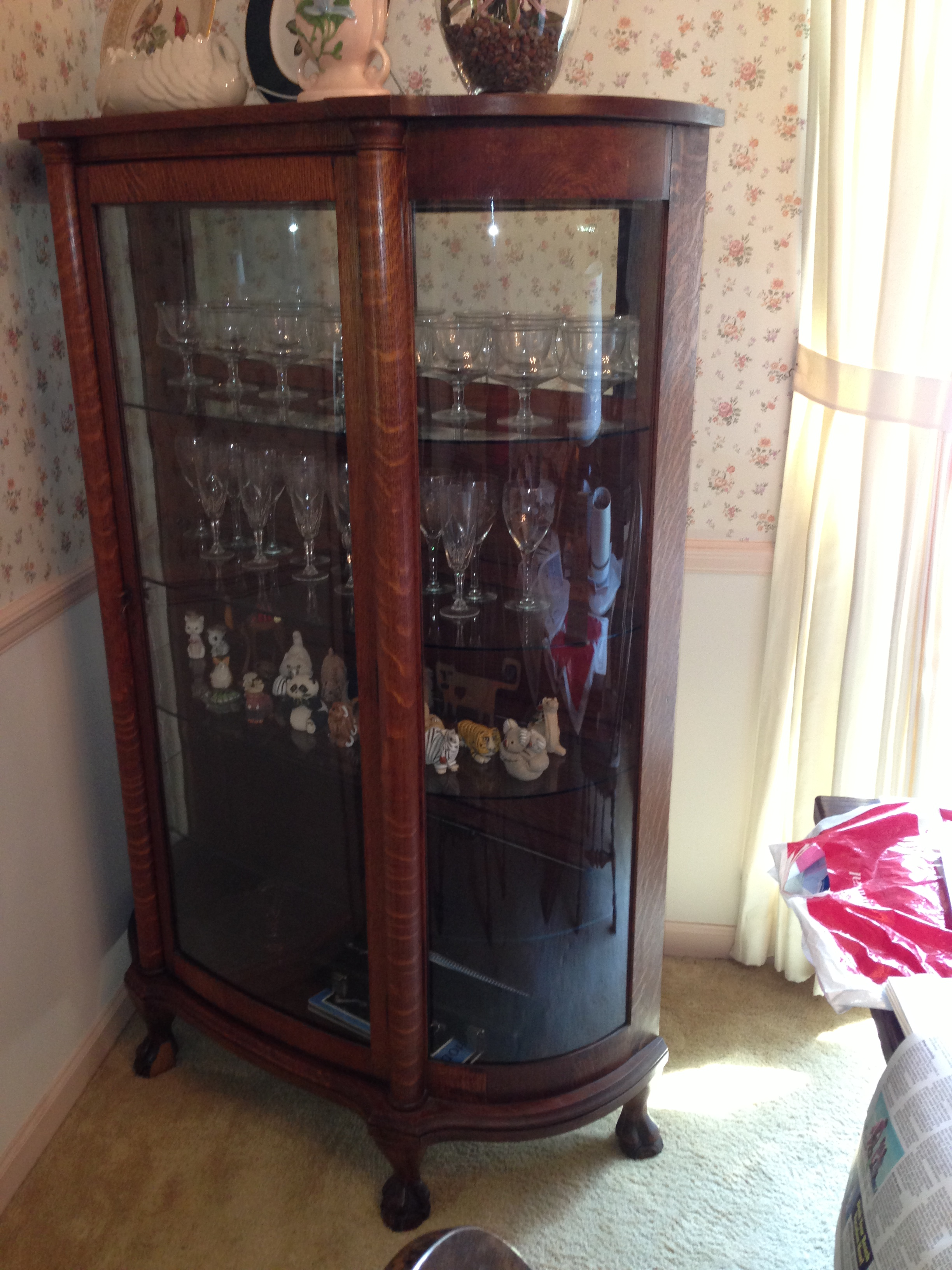 This is a beautiful antique oak early 1900s quality American made china  cabinet. It measures 62