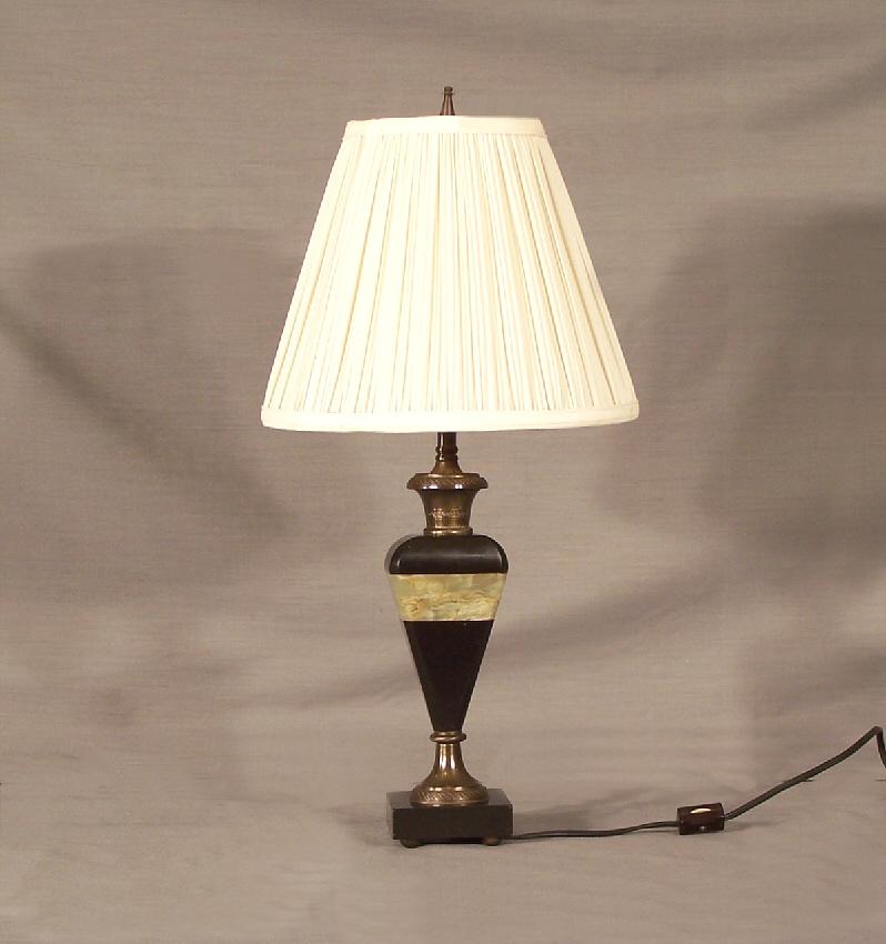 7733 art deco black and green alabaster lamp c 1920 for sale. Black Bedroom Furniture Sets. Home Design Ideas