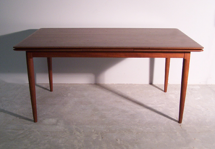 Merveilleux Moreddi Danish Modern Teak Dining Table With Two Leaves C1950 1960 In  Excellent Original Condition. The MM Moreddi Stamp Is Underneath The Top.