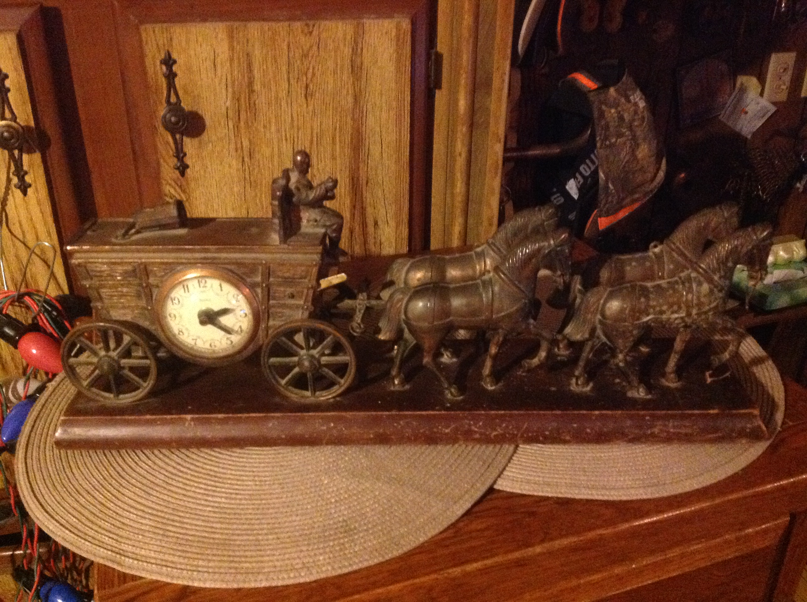 Vintage horse drawn wagon clock for sale for Vintage horseshoes for sale