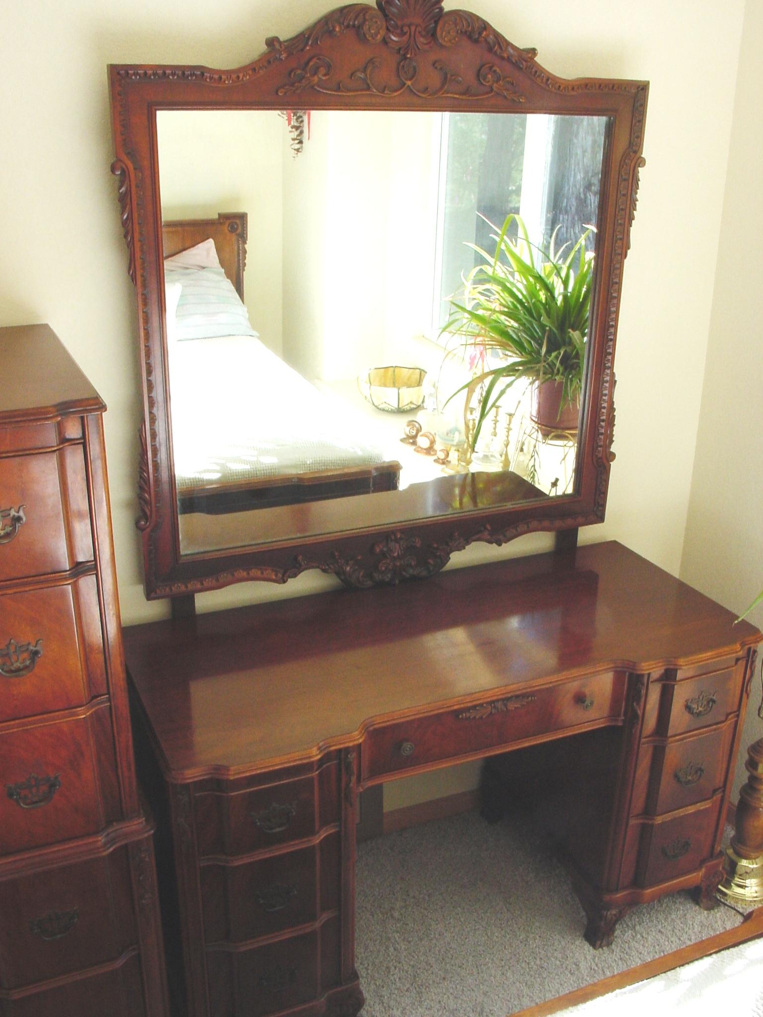 1940s Bedroom Furniture Borsani Suite Made In Milan 1940. Antique Bedroom Sets 1940   Best Bedroom Ideas 2017