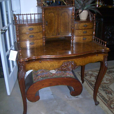 A very fine example of a ladies writing desk in burr walnut, made in France  circa 1890. lt has very nice gallery to top,to the front there is a slide  which ... - Ladies Writing Desk In Burr Walnut, France Circa 1890 For Sale