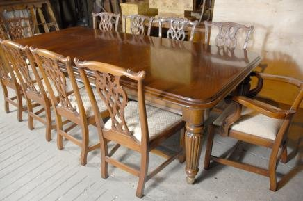 9 FOOT ENGLISH VICTORIAN DINING TABLE TABLES   For Sale