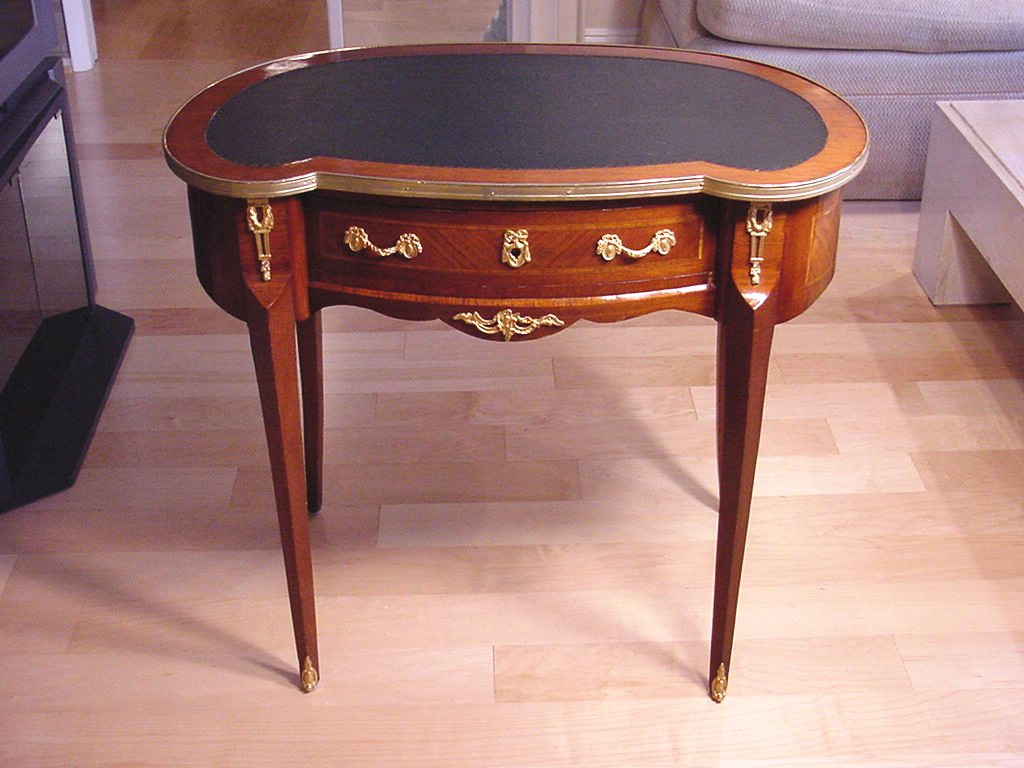 Wonderful Antique French Kidney Shaped Desk With Inset Leather Top And Ormolu Gilt Bronze Mounts The Size Is Very Nice It Can Go In A Bedroom As