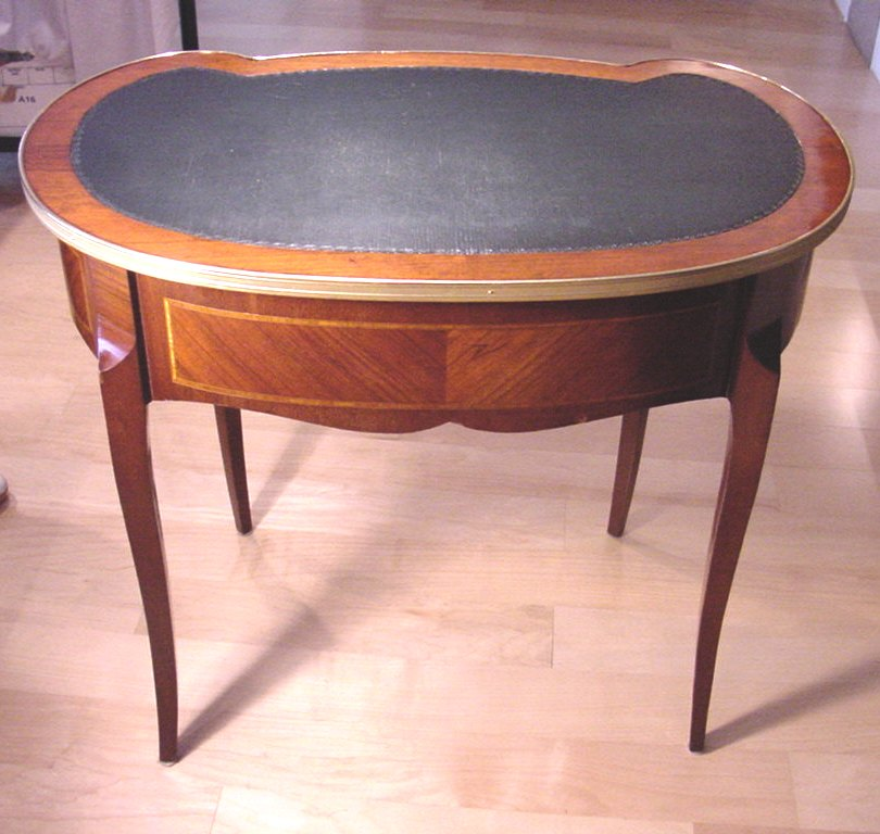 Antique french kidney shaped desk for sale for Kidney desk for sale