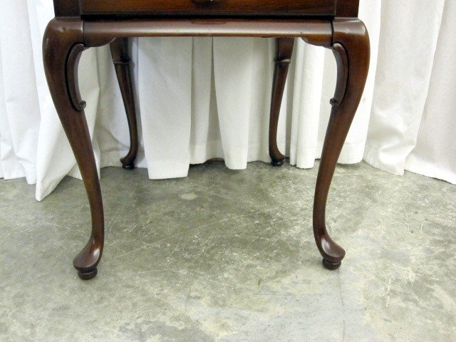 Extra Nice Mahogany Queen Anne Leg End Table By Gordons For