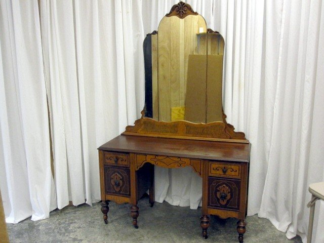 We Have For An Extra Nice Art Deco Vanity Dresser From The 1930 S Mirror Has No Or Chips There Are 4 Drawers With It Original Hardware