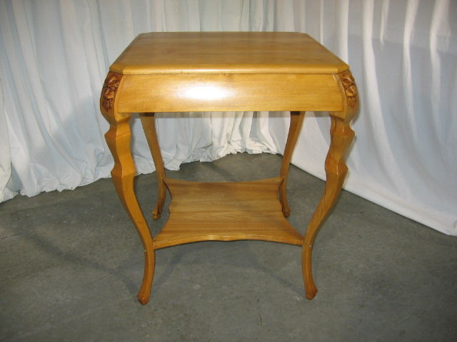Light Color Wood Square Lamp Table With Heads On The