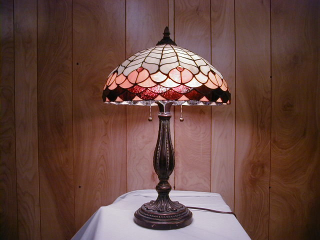 working stained glass lamp with a beautiful base for sale antiques. Black Bedroom Furniture Sets. Home Design Ideas