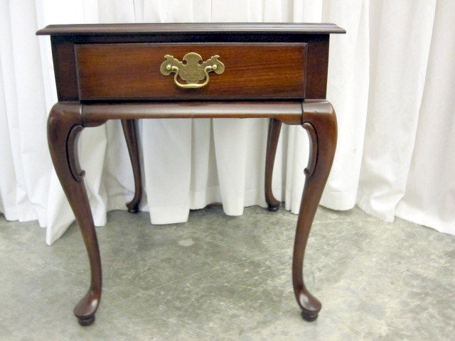 Extra Nice Mahogany Queen Anne Leg End Table By Gordons   For Sale