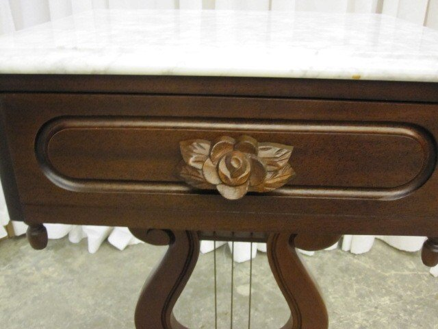 Victorian Style Marble Top Table w Harp Base By Kimball - For Sale - Victorian Style Marble Top Table W Harp Base By Kimball For Sale