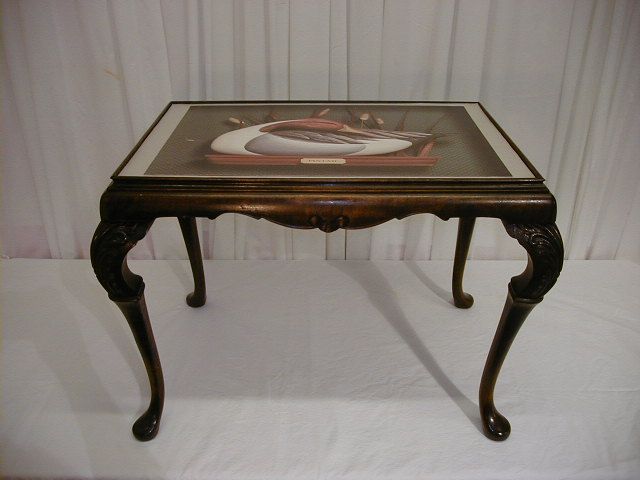 COFFEE TABLE W ORNATE LEGS GLASS TOP W GREAT DUCK PRINT For Sale