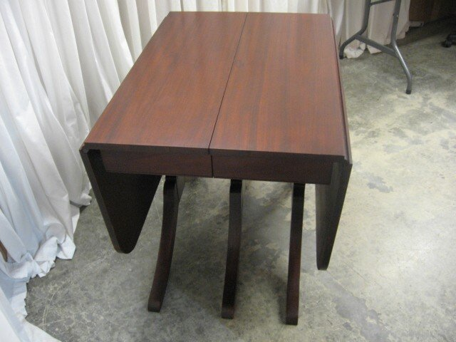 1900 S Mahogany 3 Leg Duncan Phyfe Table With No Leaves