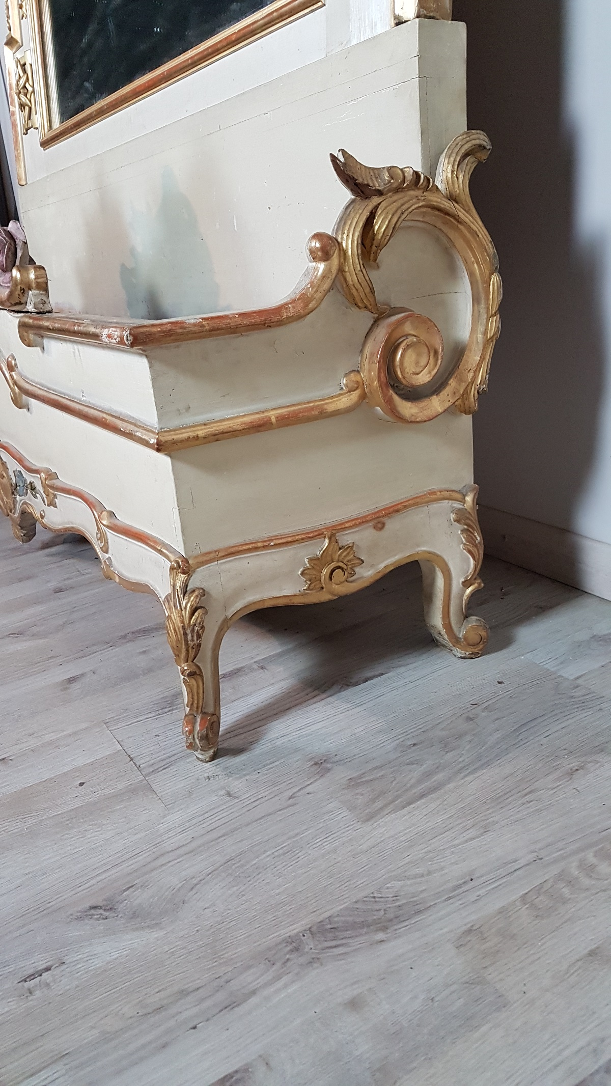 Beautiful Elegant Spectacular Mirror With Planter At The Base Large Size In Perfect Italian Baroque Style Wood Finely And Richly Carved Swirls Of Great