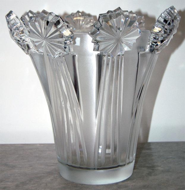 Exquisite 1950s Lalique Crystal Vase For Sale Antiques