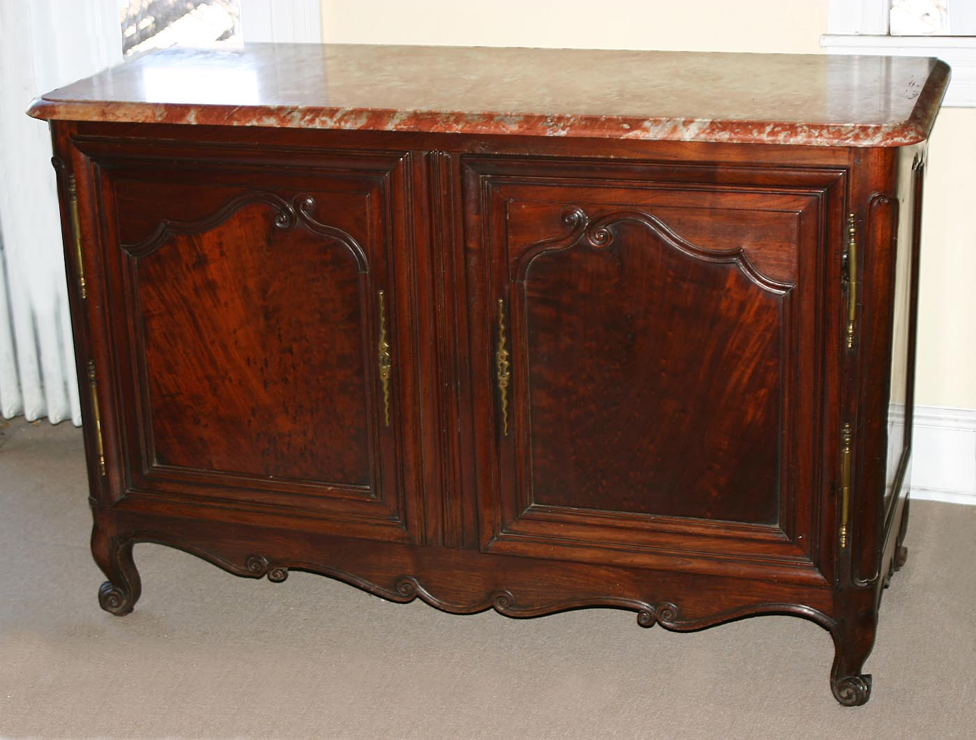 Fine french louis xv period buffet de chasse dit for Buffet meuble