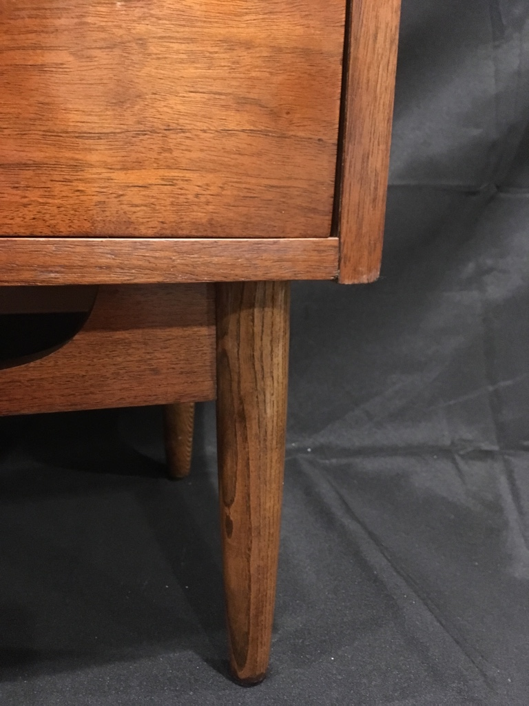 Dixie Mid Century Walnut Nightstand For Sale Antiques Com Classifieds