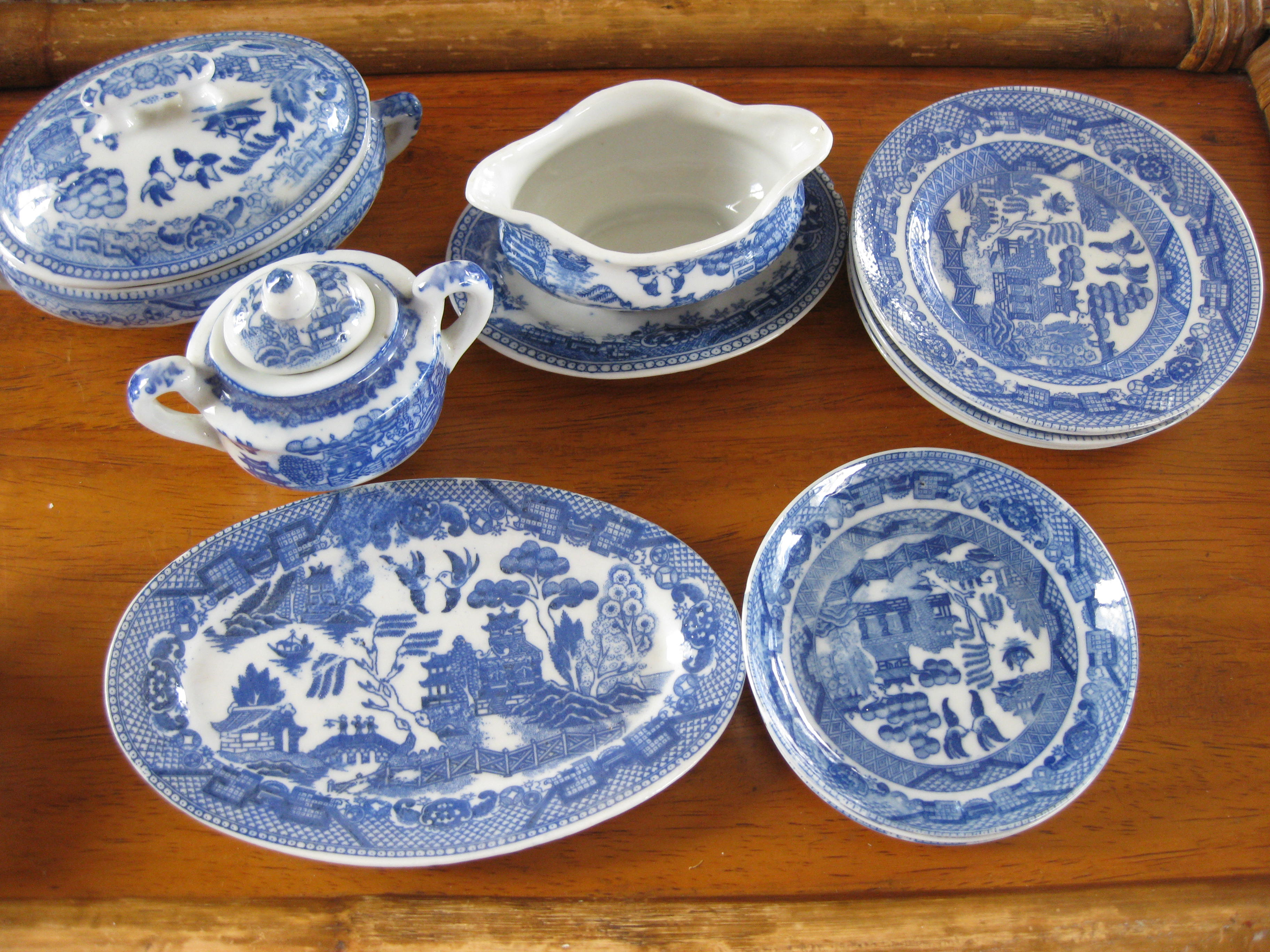 Antique dishes pictures to pin on pinterest pinsdaddy for Most valuable antiques to look for