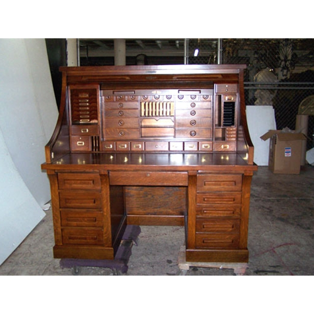 (91.44 cm) Country of Origin:USA Style:American Condition:Restored Year:c.  1890 Description:Fantastic 19th C. American quartersawn oak rolltop railroad  desk ... - Antique 19th C. American Oak Rolltop Railroad Desk For Sale
