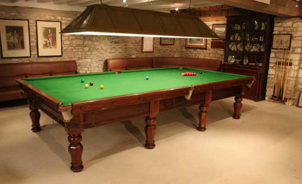 Attractive Billiard / Snooker Table Light.A Wooden Billiard Or Snooker Table Light For  A Full Size Table. The Green Painted Lamp Is Constructed Of 6 Panels.