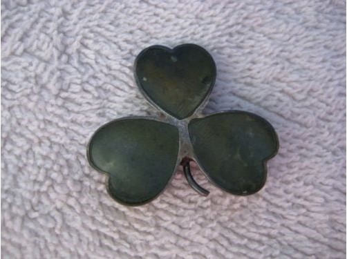 356557b0fccac STERLING SILVER VINTAGE CLOVER SHAPED PIN GREEN ONYX For Sale ...