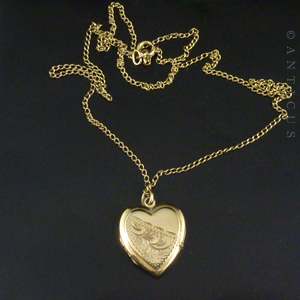 vintage gold locket heart shaped with chain e10731 for sale