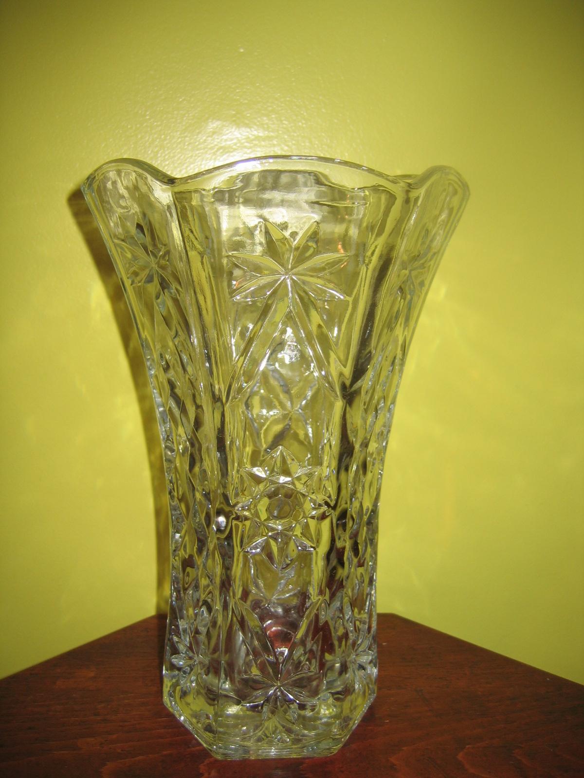 Vintage Clear Cut Glass Flower Vase Item 1022 For Sale