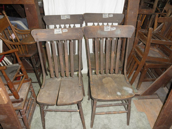 B2580 Vintage/Antique Set Of (4) Arrow Back Chairs These Great Old Antique  Chairs Have The (5) Arrow Backs And Curved Back Supports For Both Sides.