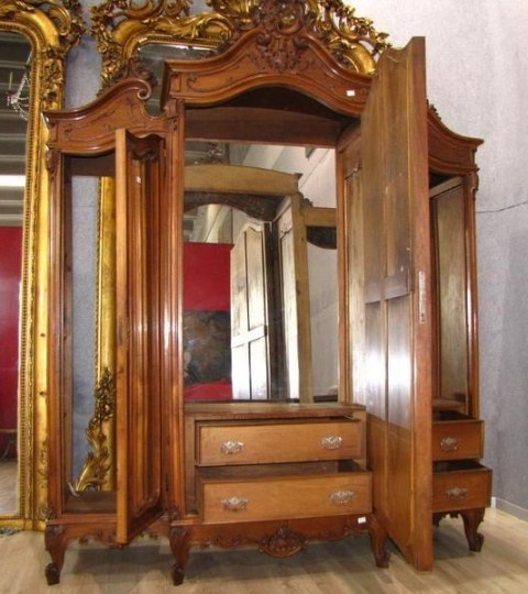 Lovely large Louis style antique Italian armoire/wardrobe from Northern  Italy around 1890. Three doors all with original mirror glasses. - A259 - Large Louis Style Italian Antique Wardrobe, Circa 1890 For