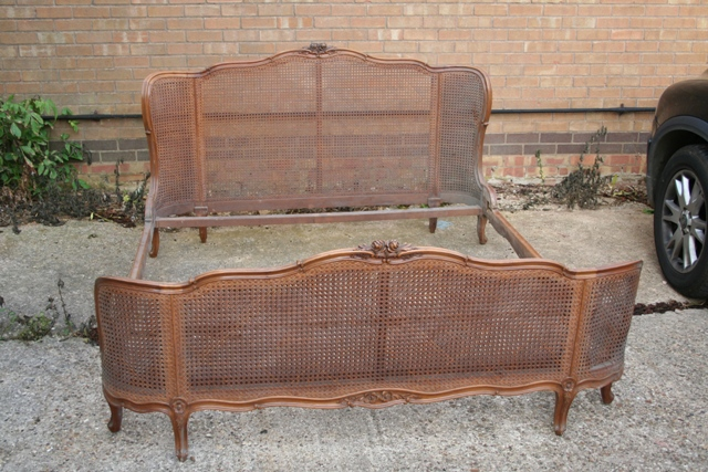 A298 Antique Italian 5 39 6 Wide Winged Cane Bergere Bedstead Circa 1900 For Sale