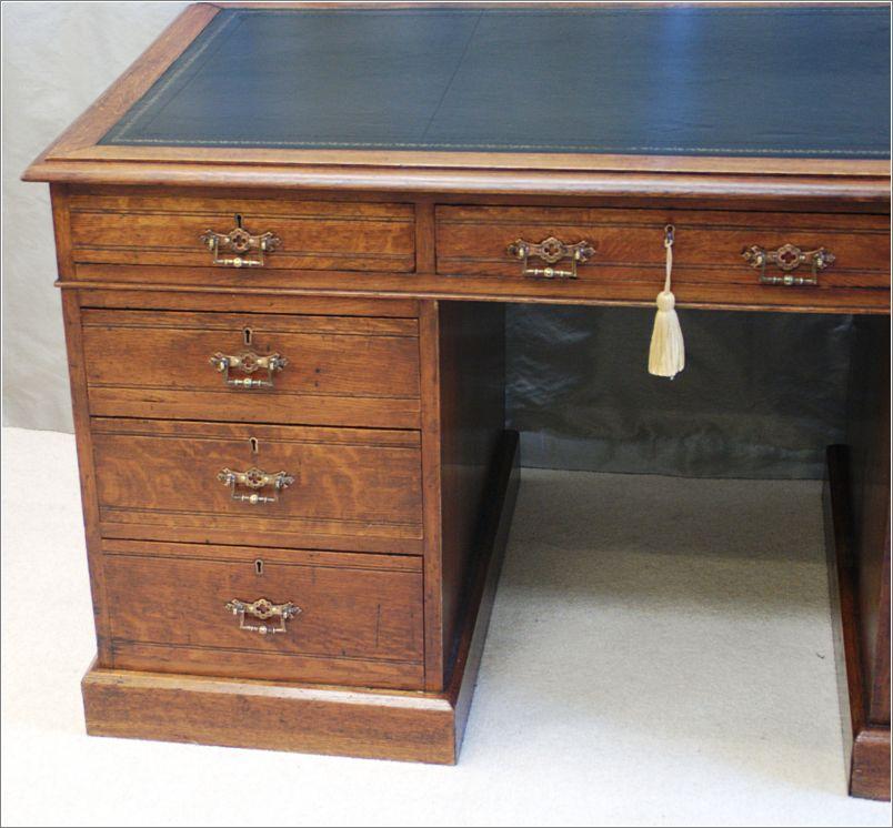 antique oak pedestal desk ref 2034 for sale classifieds. Black Bedroom Furniture Sets. Home Design Ideas