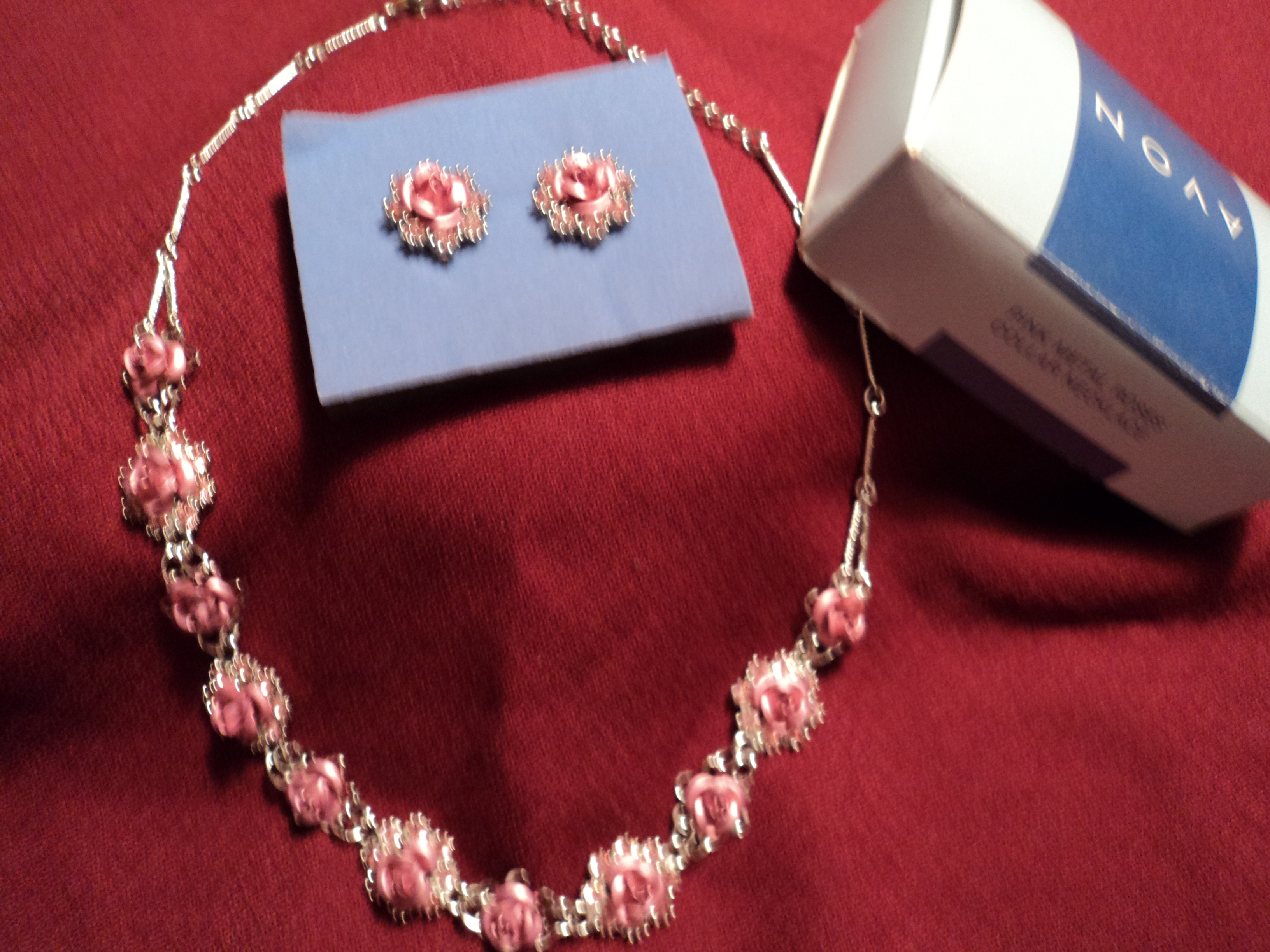 Avon Pink Metal Roses Collar Necklace And Pink Metal Roses