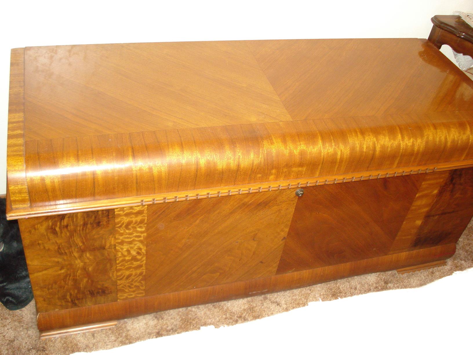 Fantastic Antiques.com | Classifieds| Antiques » Antique Furniture » Antique  VO93