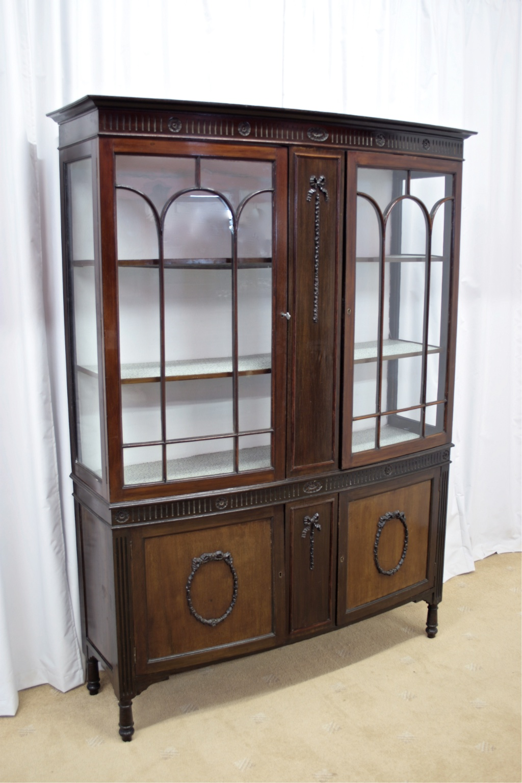Edwardian Mahogany Bow Fronted Display Cabinet - For Sale - Edwardian Mahogany Bow Fronted Display Cabinet For Sale Antiques