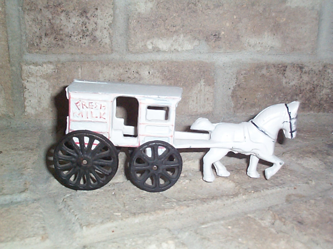 Vintage collectible cast iron one horse fresh milk for Vintage horseshoes for sale