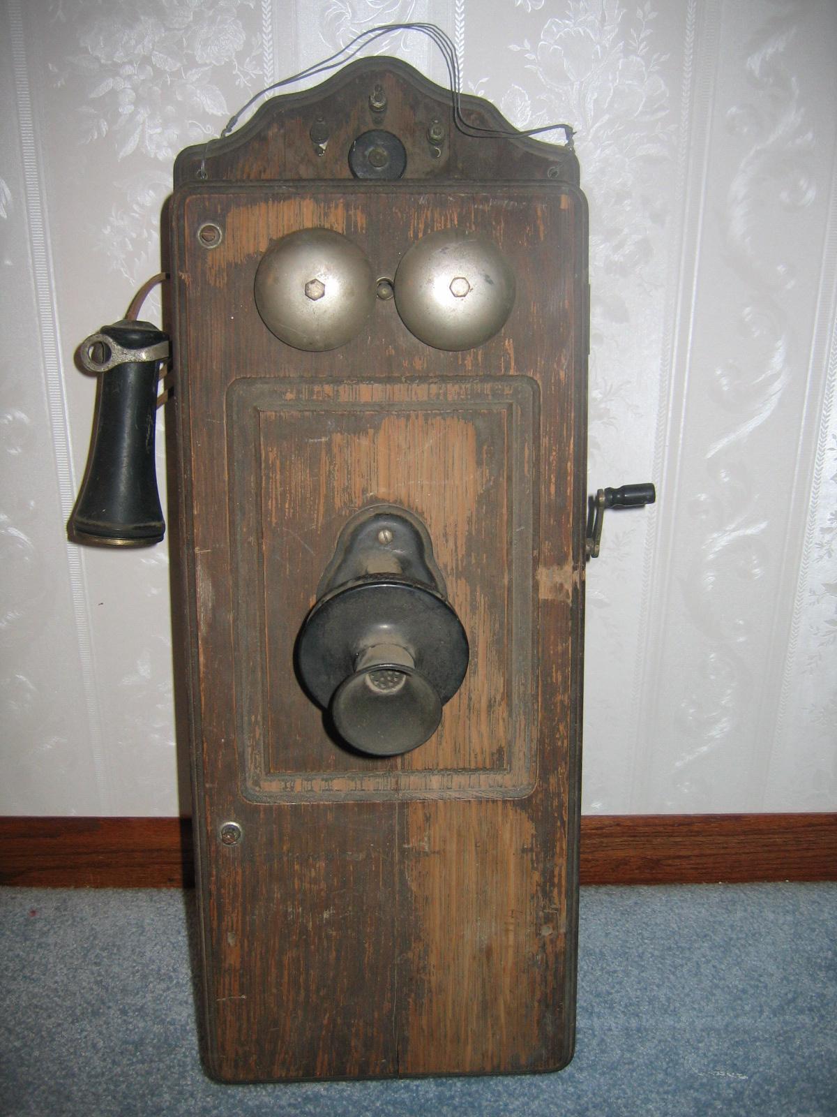 antique crank telephone best 2000 antique decor ideas. Black Bedroom Furniture Sets. Home Design Ideas