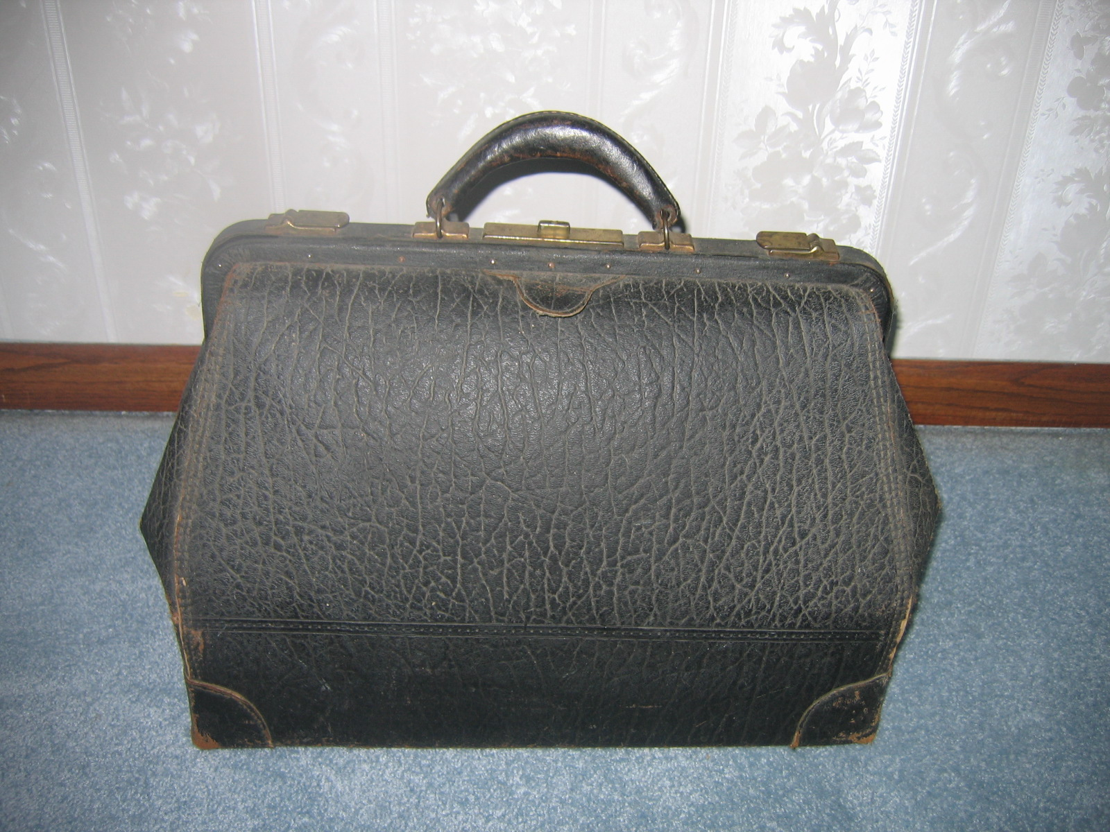 Antique Leather Doctors Bag Is In Good Fair Condition The Cowhide Could Stand Some On Indication Of Maker