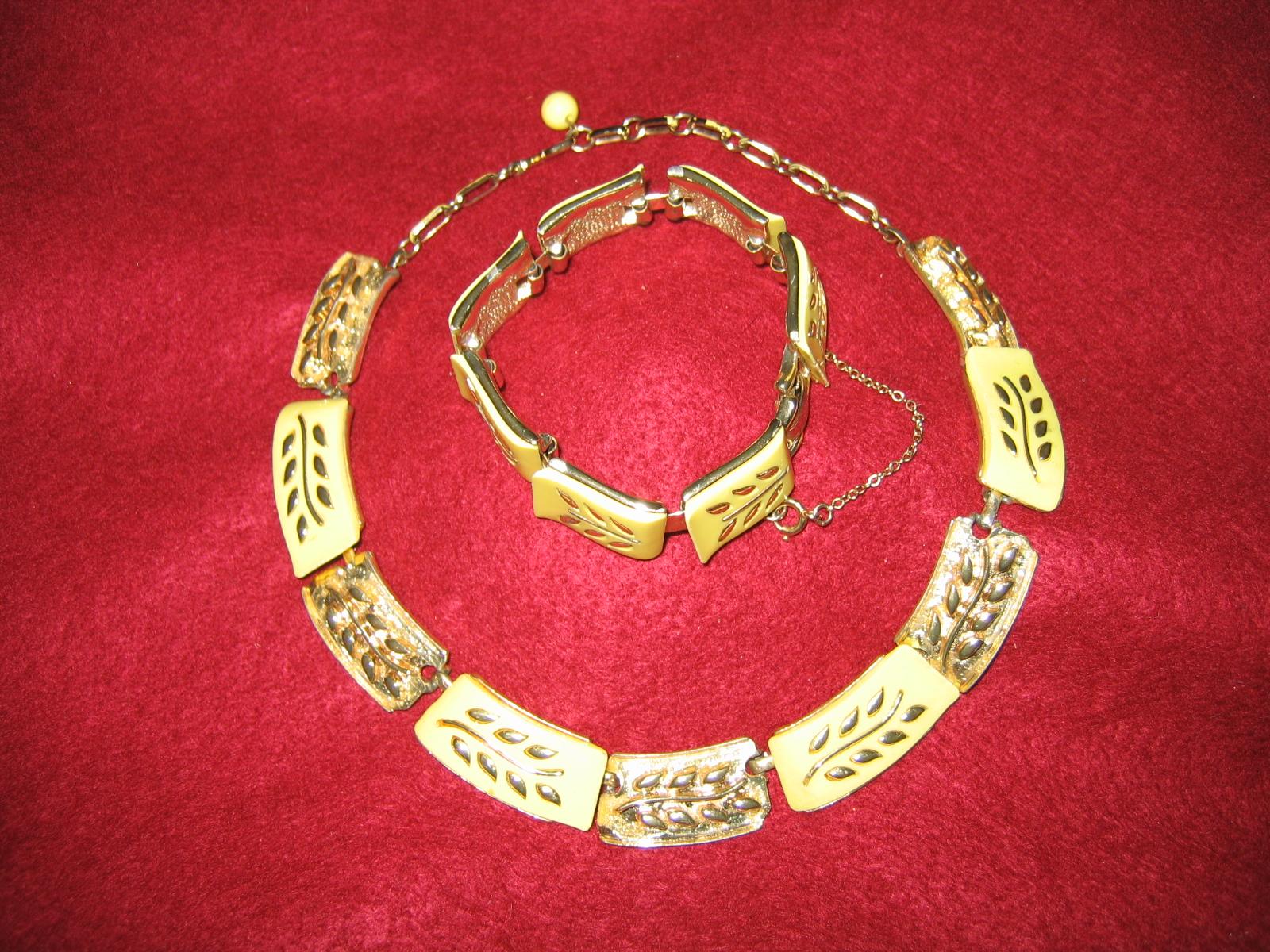 Vintage costume jewelry vendors