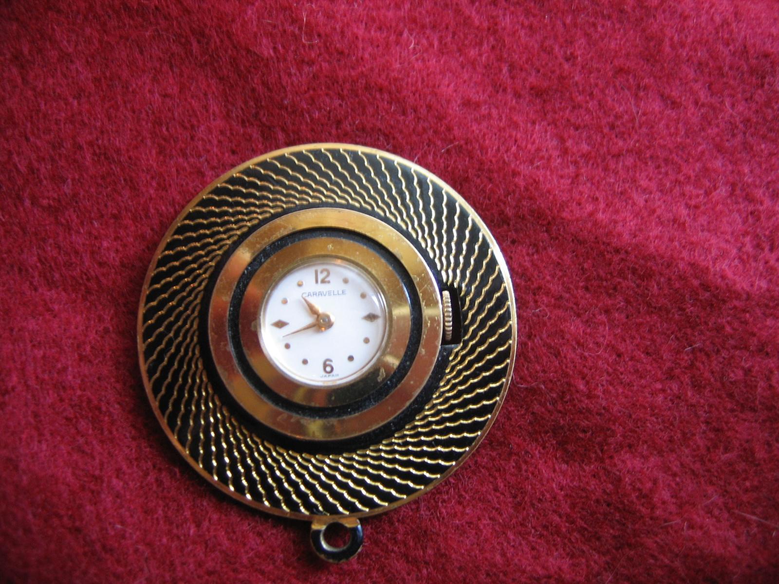 Vintage Ladies Caravelle Wind-Up Brooch Pendant Watch Item