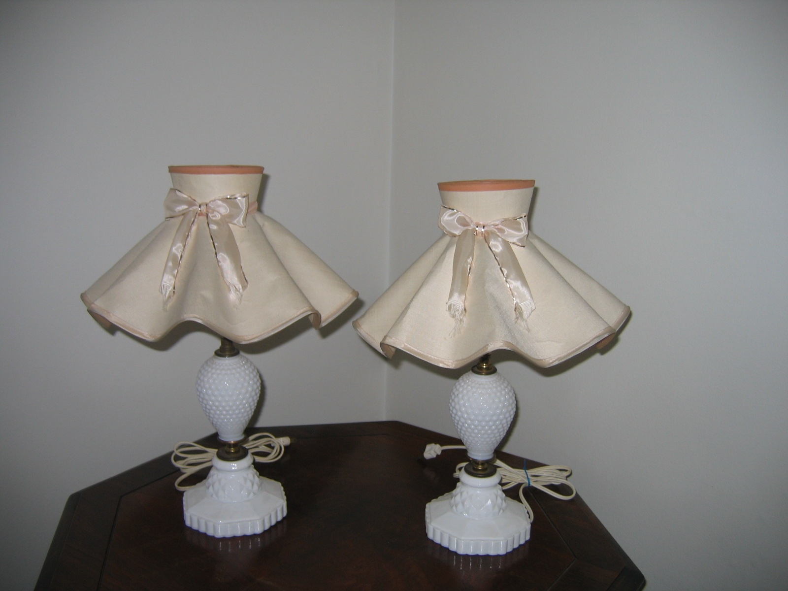 Vintage Matching Milk Glass Bedroom Lamps Item #772 For Sale