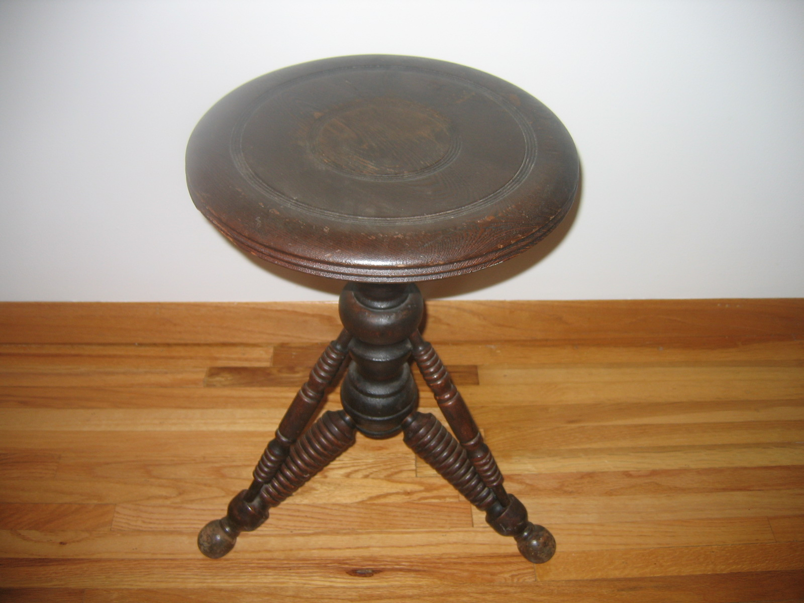 Antique Eastlake Wooden Swivel Adjustable Piano Stool Item