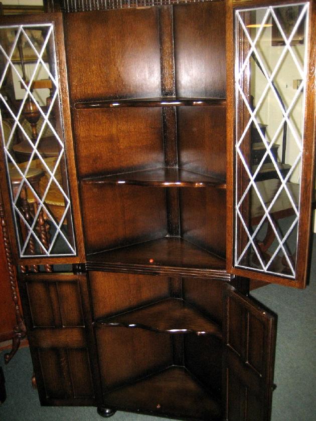 Classic Antique Oak Corner Cabinet Leaded Glass - For Sale - Classic Antique Oak Corner Cabinet Leaded Glass For Sale Antiques