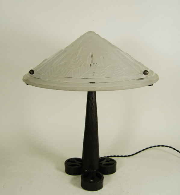 muller freres french 1925 art deco table lamp for sale. Black Bedroom Furniture Sets. Home Design Ideas