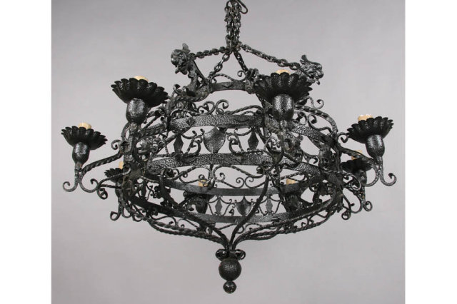 GOTHIC STYLE CHANDELIER GRIFFIN HEAD DECORATIONS J6532 - For Sale - GOTHIC STYLE CHANDELIER GRIFFIN HEAD DECORATIONS J6532 For Sale
