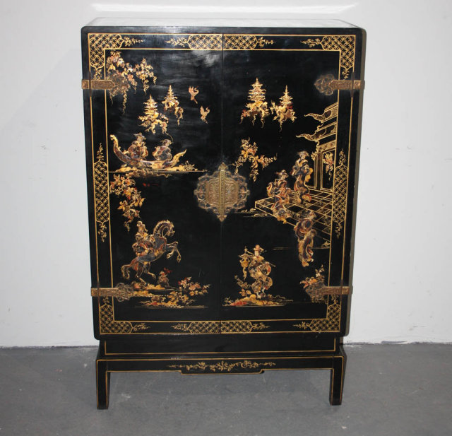 ANTIQUE CHINOISERIE ORIENTAL THEMED BAR CABINET J6743 Today we offer you  this beautiful Chinoiserie Oriental Themed - Antique Chinoiserie Furniture Antique Furniture