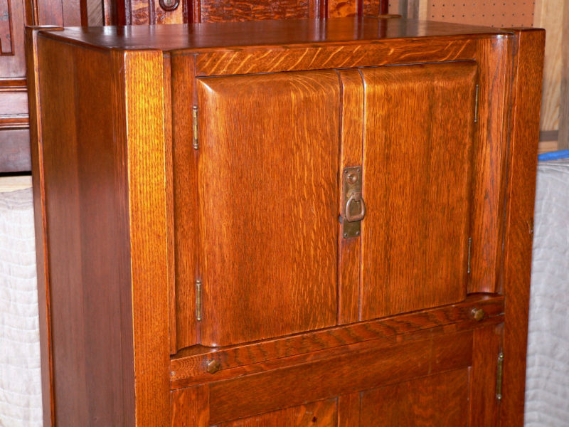 Circa 1900 Arts and Crafts/Mission cellaret cabinet, Hersee & Co, Buffalo,  NY, tiger/quarter sawn solid oak, round edge upper double doors over  pullout ... - C1900 Arts & Crafts,Mission, Cellarette/bar, Hersee,oak For Sale