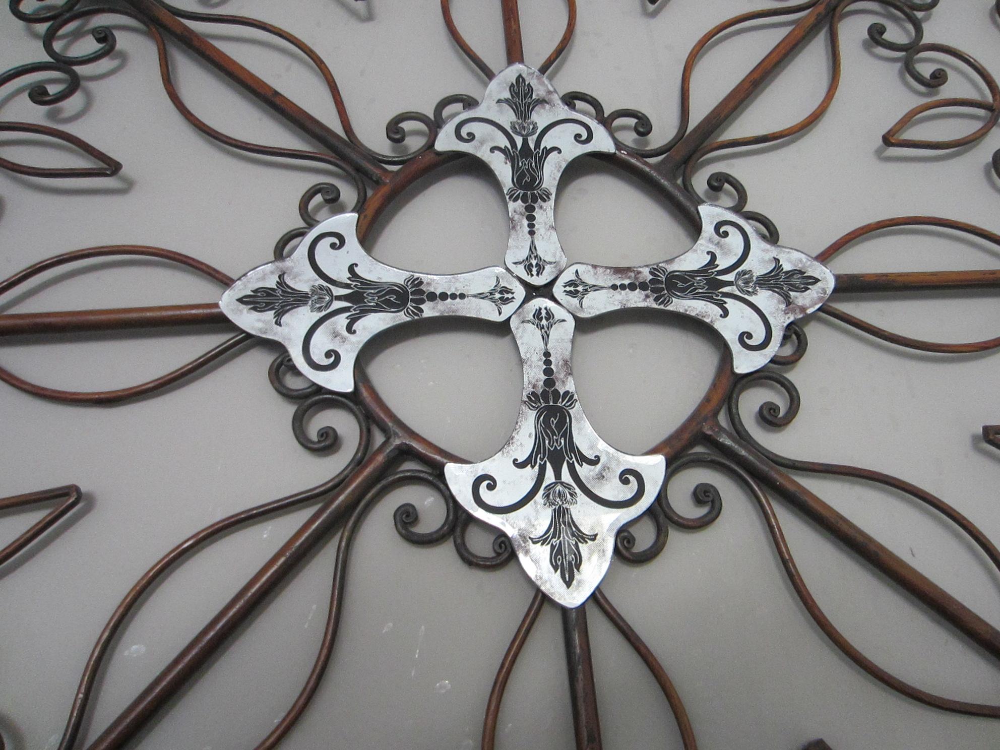 Round Wire Wall Decor : Modernist mirrored round metal wall decor decorative black
