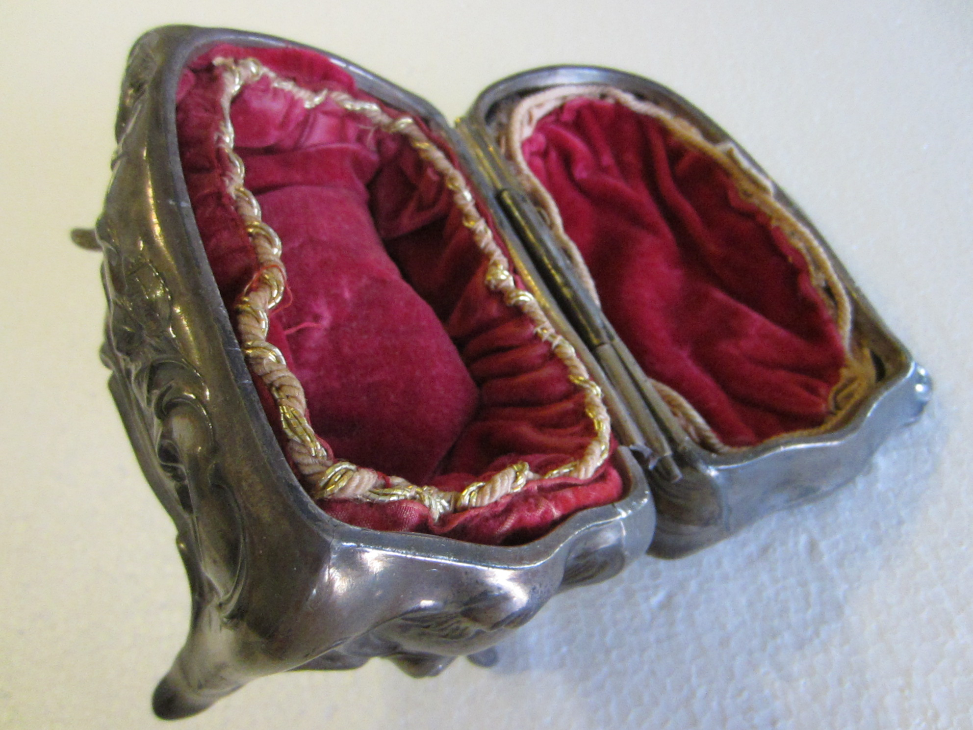 Art Nouveau Footed White Metal Jewelry Box Rose Decoration Pink