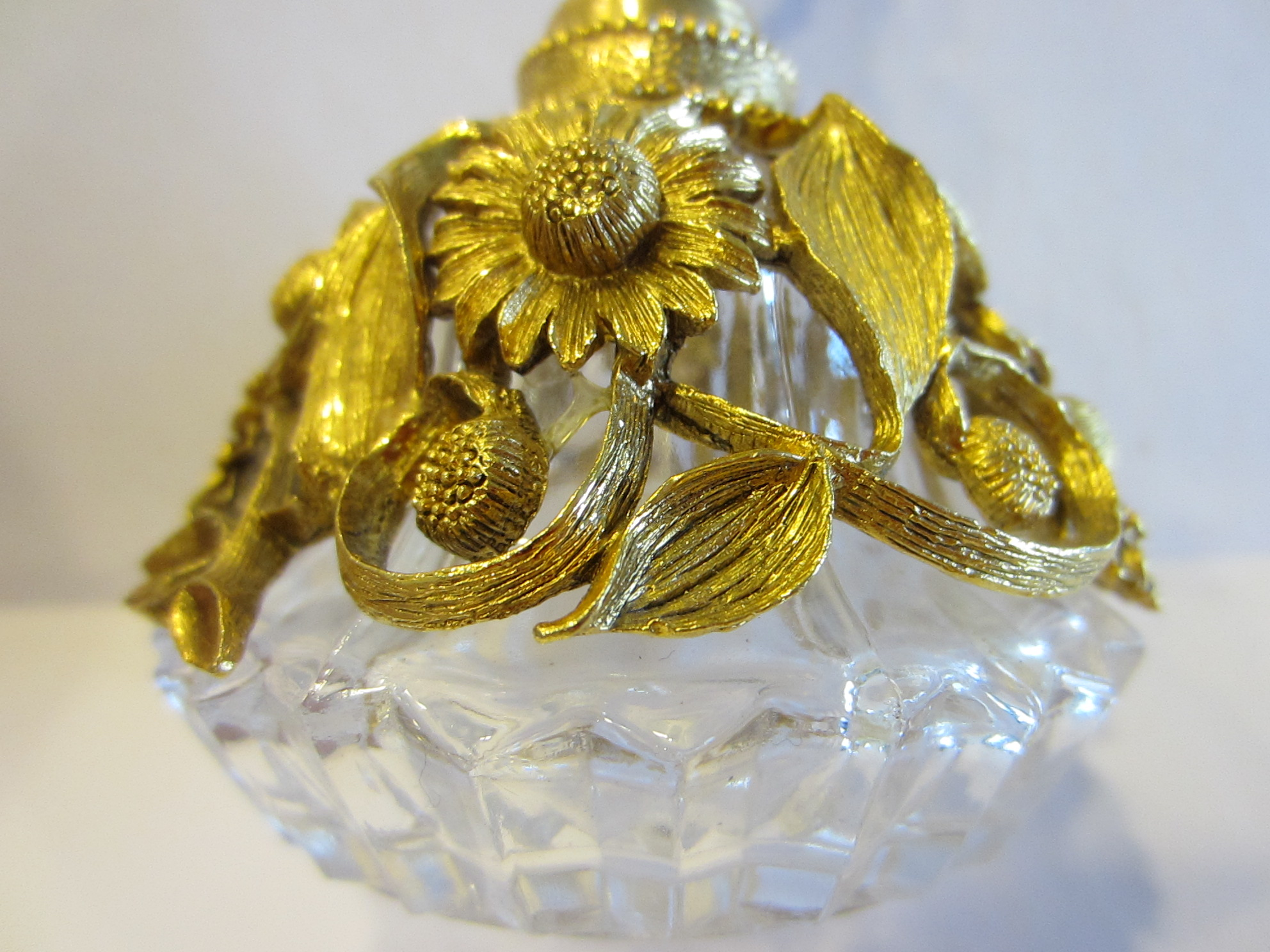 Matson crystal perfume bottle ormolu signed daisy flower top for all pieces are movable this gorgeous cut crystal base decorated with incredible gilding daisy flowers and elaborated workmanship crystal needle izmirmasajfo Image collections