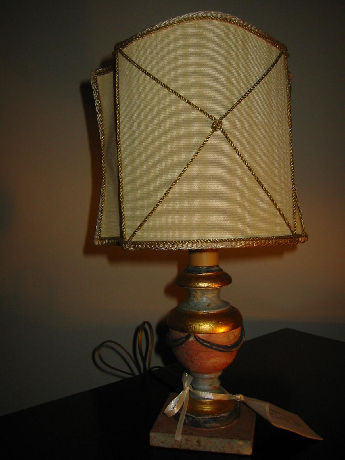 venetian wood budoir lamps for sale classifieds. Black Bedroom Furniture Sets. Home Design Ideas
